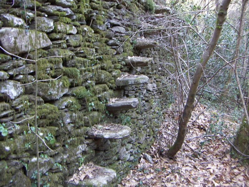 Murs Escalier En Encorbellement Dans Un Mur En Pierre Seche